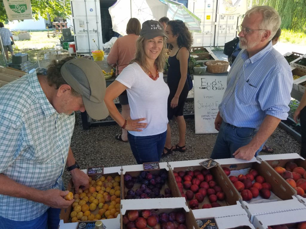 NSAC members picking out fresh produce at a farm stand outside of Seattle, WA. Photo credit: Reana Kovalcik.